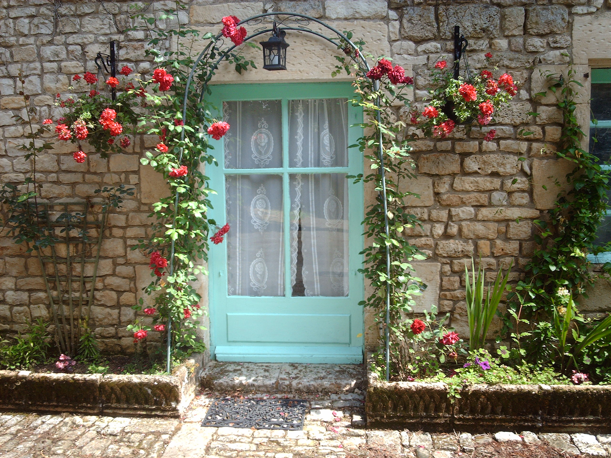 Cottage rose door